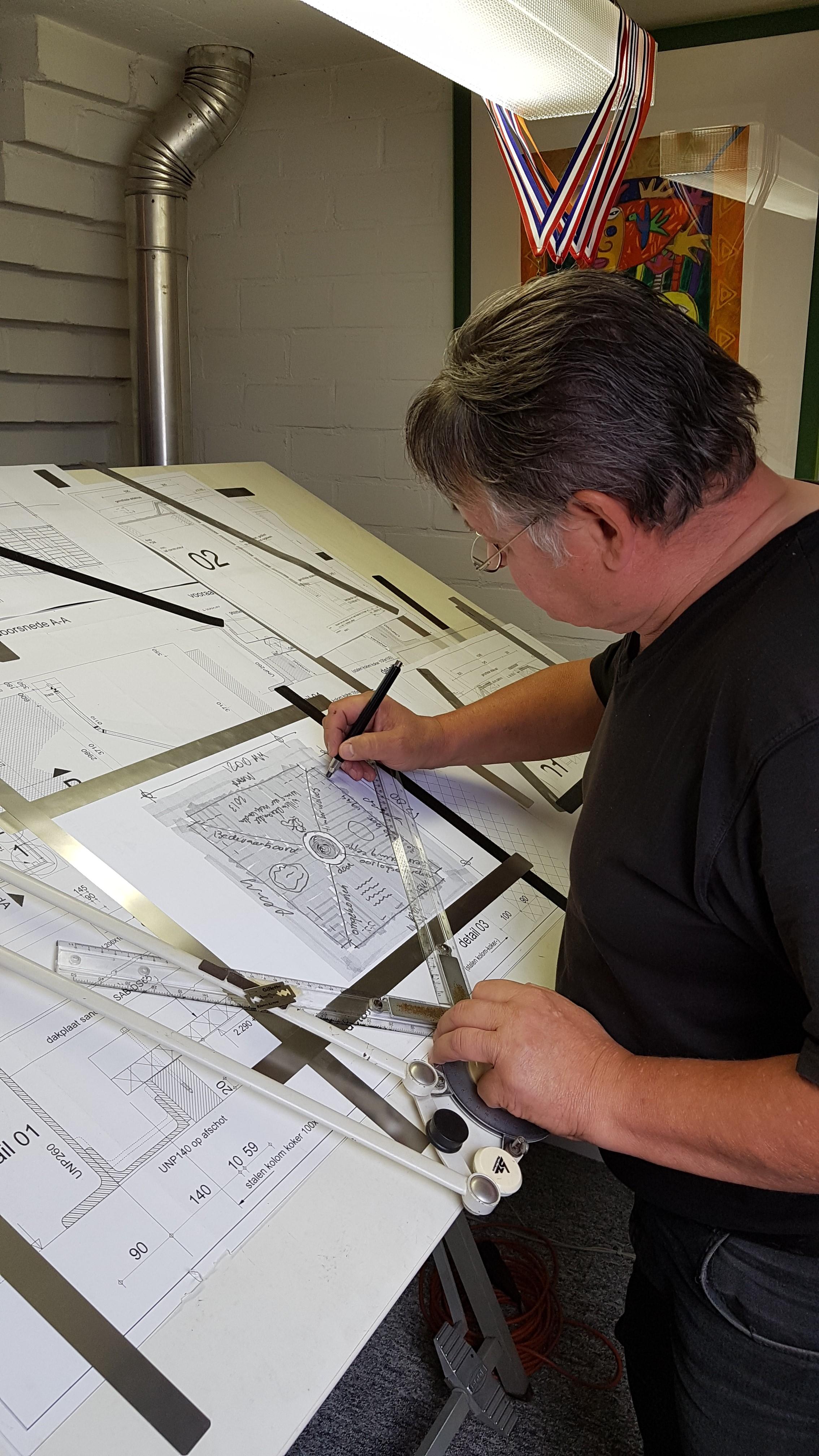 Jan aan het tekenen (3)